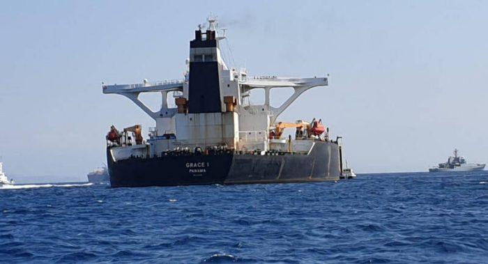 کشتیهای انگلیسی از ترس توقیف به تنگه هرمز نزدیک نمیشوند