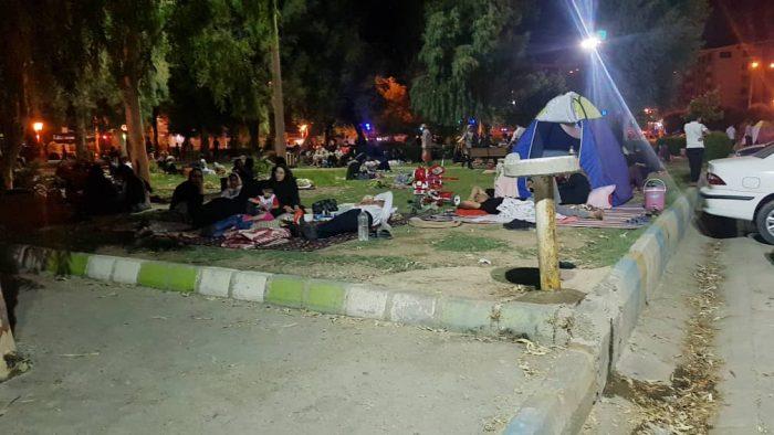 کلیپ و تصاویری از حضور شبانه مردم زلزله زده مسجدسلیمان در پارک ها و فضای سبز