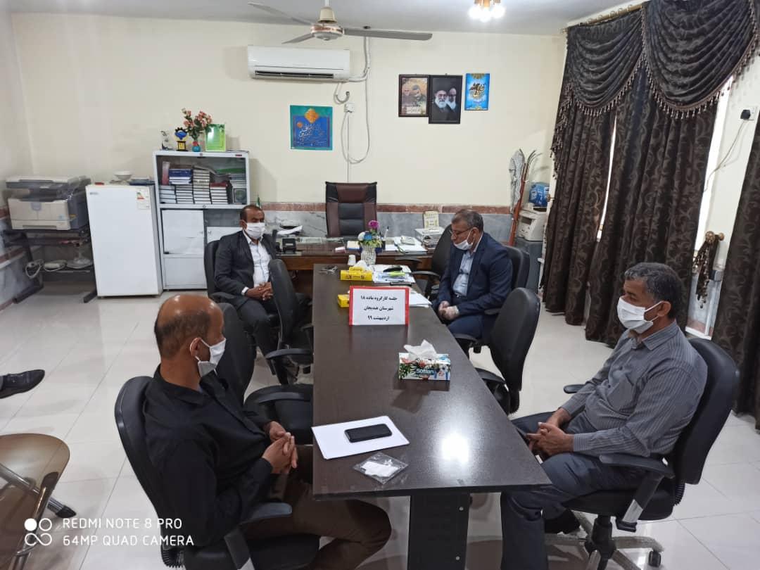کارگروه ماده ۱۸ در خصوص سازماندهی سرویس های حمل و نقل دانش آموزی مدارس شهرستان هندیجان برگزار شد