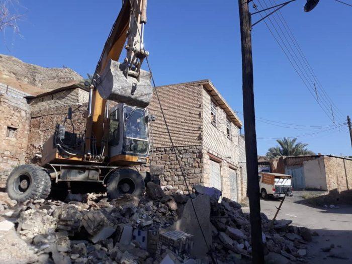 سوژه روز خوزستان   قطع برق با برخورد بیل مکانیکی در مسجدسلیمان منطقه نمره یک کوچه ابریشم