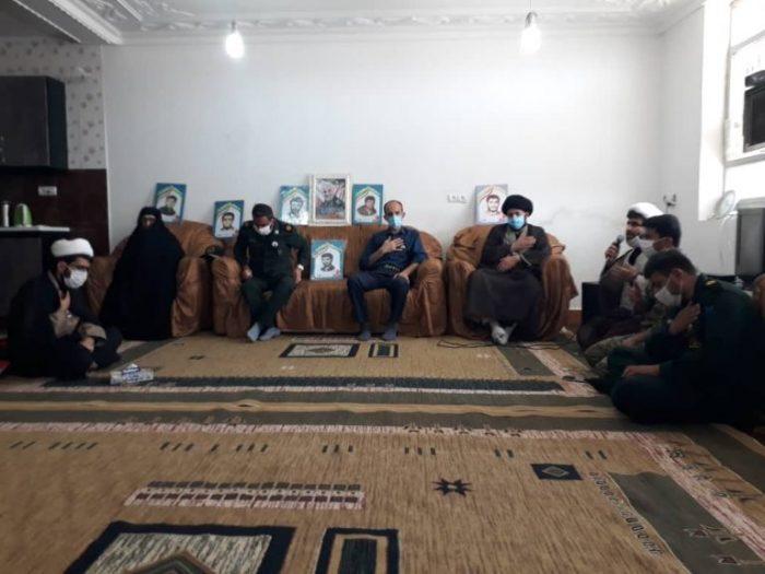 تجلیل از خانواده شهید قدرت الله نوذری به مناسبت هفته دفاع مقدس
