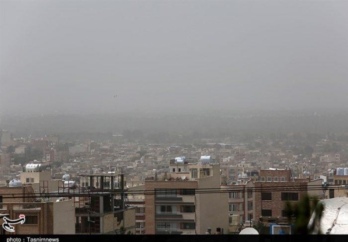 """آسمان شهرهای صنعتی خوزستان """"غبارآلود"""" میشود/ کاهش دمای استان در هفته جاری"""