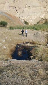 بازدید از چشمه های نفتی منطقه دره قیلا شهرستان اندیکا