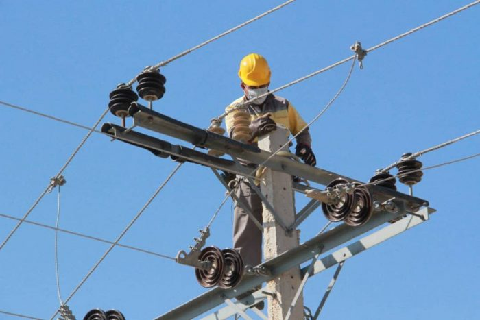 مانور اصلاح ولتاژ شبکه توزیع برق دزفول آغاز شد