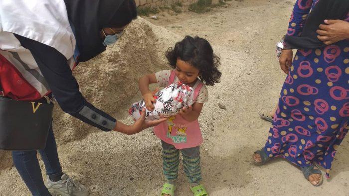 دست های مهربان هلال احمری های امیدیه برای کودکان محروم منطقه بالا رفت + تصاویر