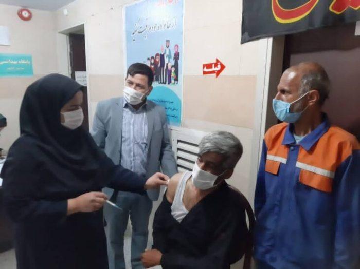 مرحله نخست واکسناسیون ۲۰ نفر از پاکبانان شهرداری مسجدسلیمان انجام شد