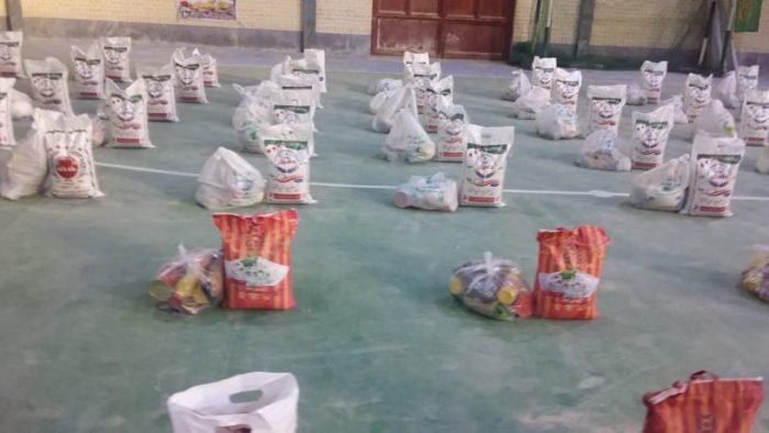 توزیع ۱۰۰۰ بسته معیشتی در هندیجان توسط بسیج و سپاه پاسداران شهرستان + تصاویر