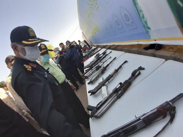 جانشین ناجا : مردم سلاحهای غیرمجاز را به مراجع قانونی تحویل دهند / خواستار تسریع در صدور حکم و قصاص عاملان شهادت ماموران هستیم
